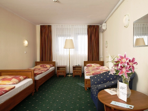 Photo of triple room in budget Budapest hotel