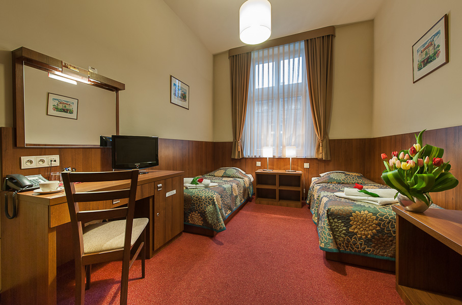 Photo of twin room in a 3 star Krakow hotel
