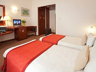 Photo of twin room with TV in 4 star Budapest hotel