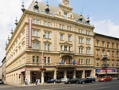 Exterior photo of 4 star Budapest hotel