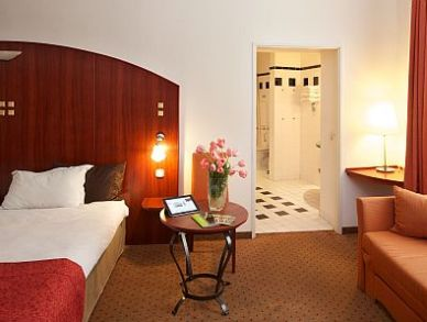 Photo of twin room in 4 star Budapest hotel