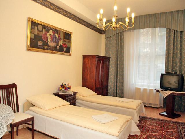 Twin bedroom in 3 star Krakow apartment