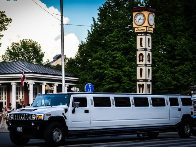 White Hummer Daddy Riga airport transfer
