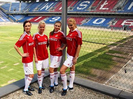 Models in Wisla Krakow football jerseys