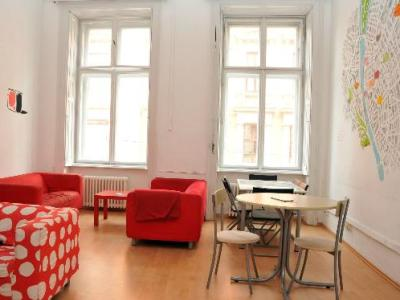 Photo of communal lounge Budapest hostel